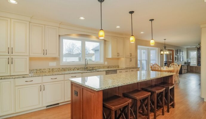 Tampa Custom Kitchen Remodeling Pros - countertops, bathrooms, renovations, custom cabinets, flooring-101-We do great kitchen & bath remodeling, home renovations, custom lighting, custom cabinet installation, cabinet refacing and refinishing, outdoor kitchens, commercial kitchen, countertops and more