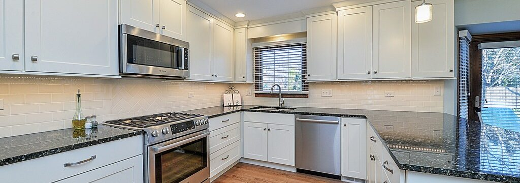 Tampa Custom Kitchen Remodeling Pros - countertops, bathrooms, renovations, custom cabinets, flooring-102-We do great kitchen & bath remodeling, home renovations, custom lighting, custom cabinet installation, cabinet refacing and refinishing, outdoor kitchens, commercial kitchen, countertops and more