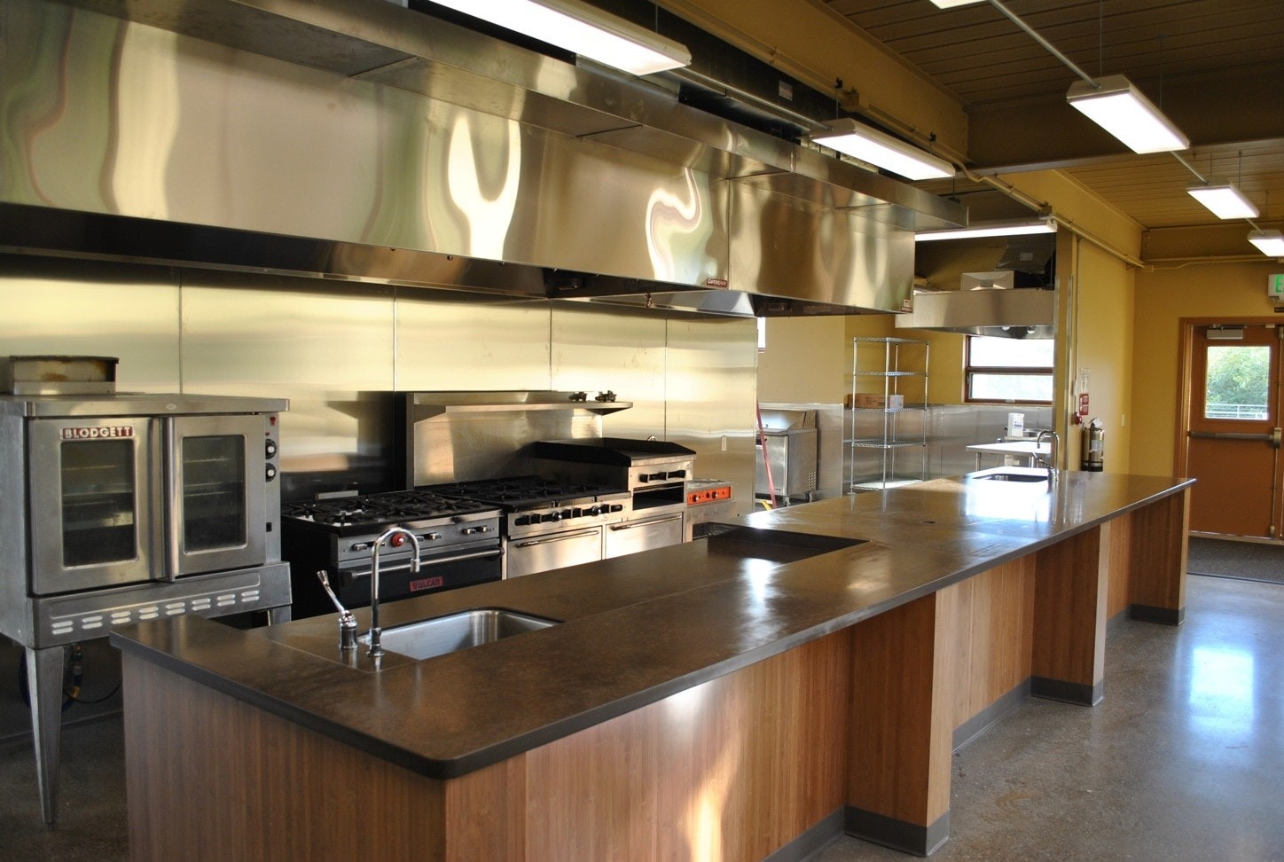 Tampa Custom Kitchen Remodeling Pros - countertops, bathrooms, renovations, custom cabinets, flooring-114-We do great kitchen & bath remodeling, home renovations, custom lighting, custom cabinet installation, cabinet refacing and refinishing, outdoor kitchens, commercial kitchen, countertops and more