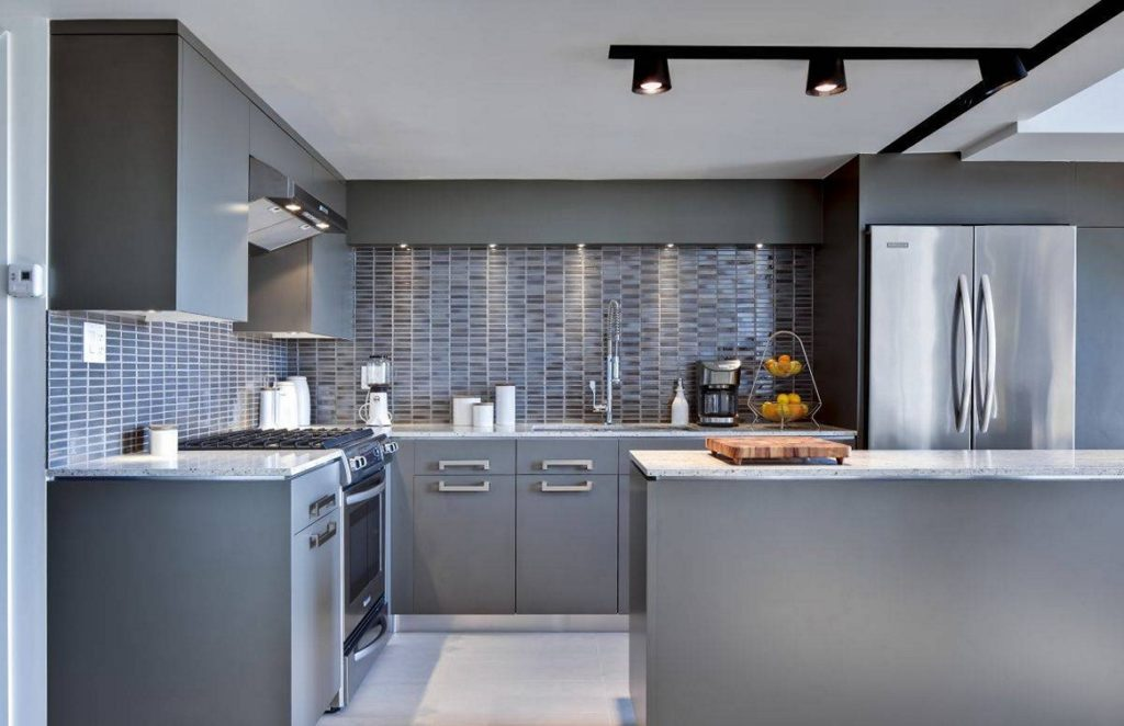 Tampa Custom Kitchen Remodeling Pros - countertops, bathrooms, renovations, custom cabinets, flooring-139-We do great kitchen & bath remodeling, home renovations, custom lighting, custom cabinet installation, cabinet refacing and refinishing, outdoor kitchens, commercial kitchen, countertops and more