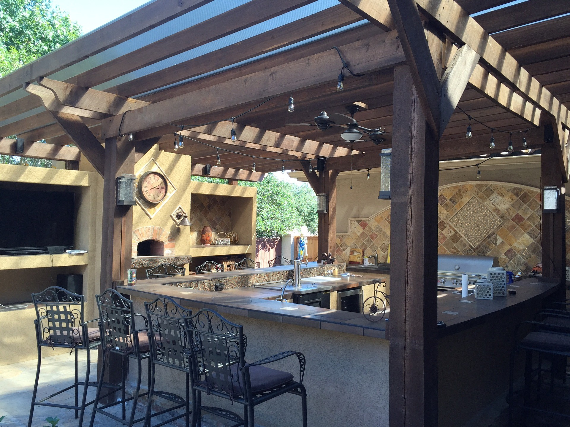 Tampa Custom Kitchen Remodeling Pros - countertops, bathrooms, renovations, custom cabinets, flooring-75-We do great kitchen & bath remodeling, home renovations, custom lighting, custom cabinet installation, cabinet refacing and refinishing, outdoor kitchens, commercial kitchen, countertops and more