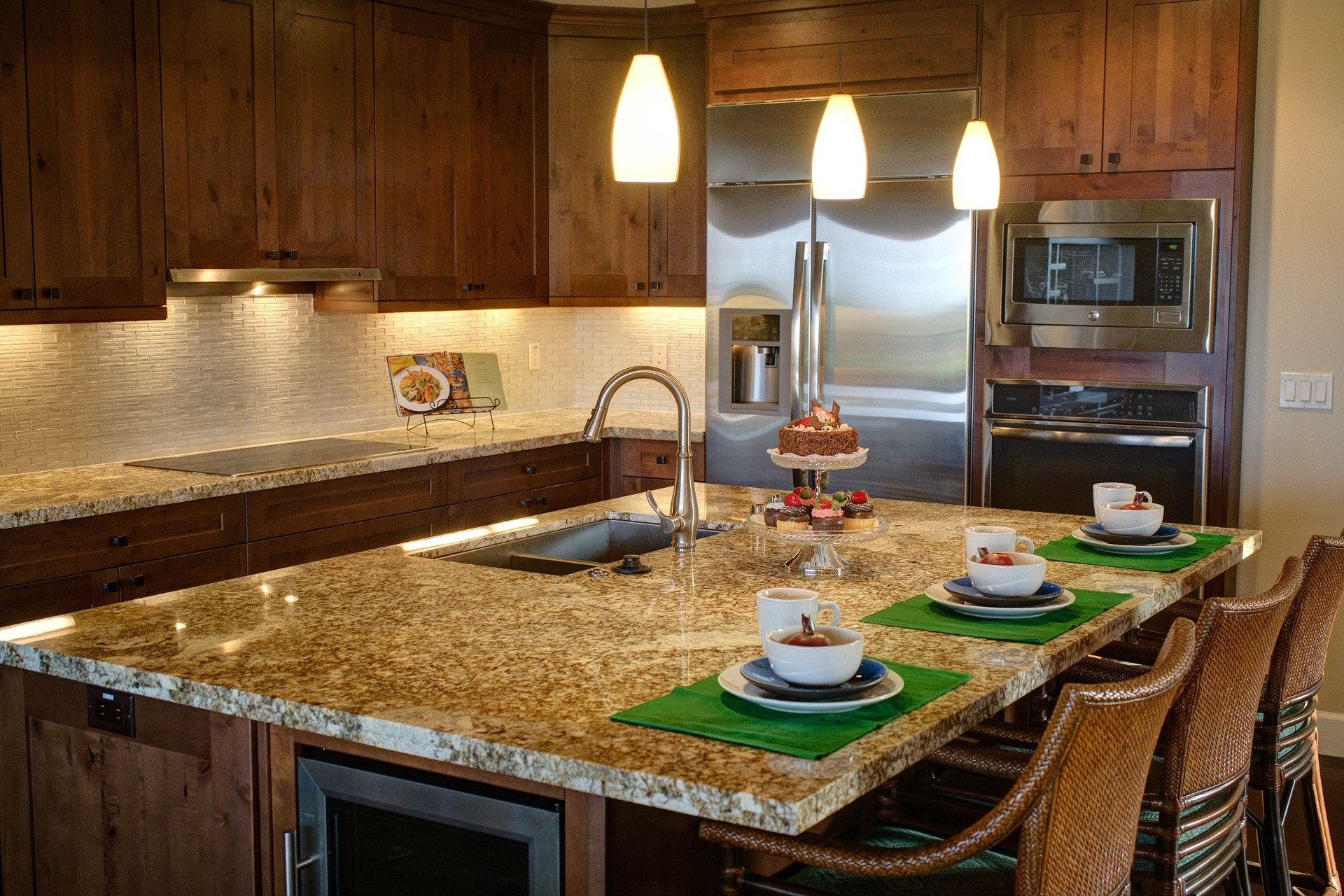 Tampa Custom Kitchen Remodeling Pros - countertops, bathrooms, renovations, custom cabinets, flooring-81-We do great kitchen & bath remodeling, home renovations, custom lighting, custom cabinet installation, cabinet refacing and refinishing, outdoor kitchens, commercial kitchen, countertops and more